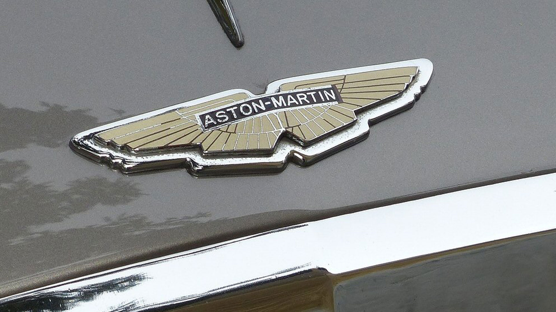 Aston Martin Badge 1920x560